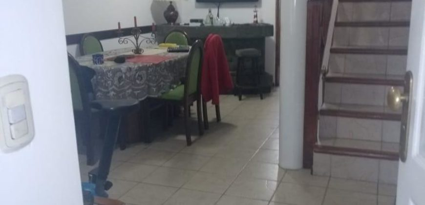 EXCELENTE TRIPLEX DE 5 AMBIENTES SOBRE IMP. AVENIDA