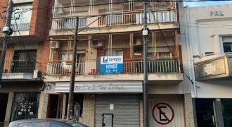 DEPARTAMENTO DE 3 AMB. AL FRENTE CON COCHERA